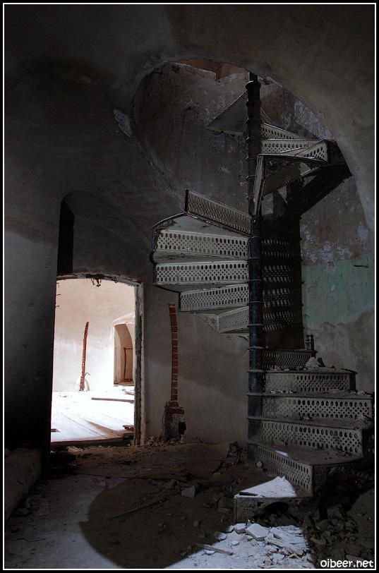 Усадьба Семеновское-Отрада винтовая лестница
