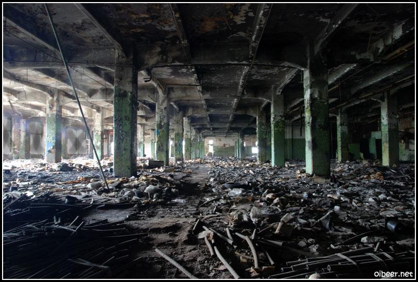 заброшенный завод с библиотекой